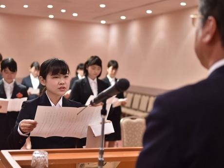 「志摩スペイン村」で入社式 50回以上入園する東京の新卒女性、夢叶う