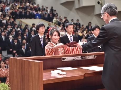 皇学館大学卒業式、717人社会に羽ばたく 入学は第62回神宮式年遷宮の年