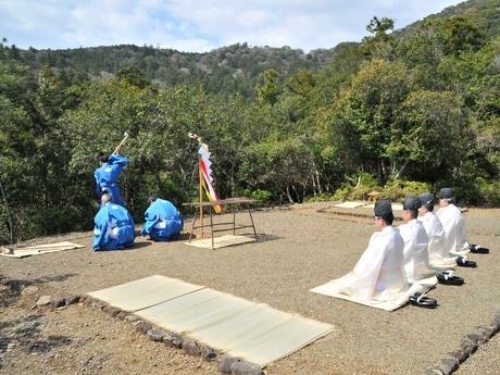 伊勢神宮で「大麻用材伐始祭」 大麻の元となる木を切り始める祭典