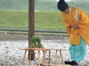 伊勢神宮の専用水田で田植え 大雨と大風の中でも古式ゆかしく