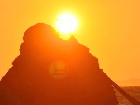 二見興玉神社・夫婦岩の鳥居のゴースト神秘的に 富士山もくっきり