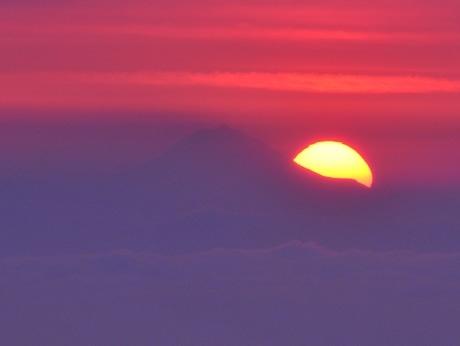 伊勢志摩最高峰・朝熊岳山頂から富士山と朝日の共演 伊勢志摩スカイライン