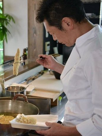伊勢志摩に天ぷら専門店「とばり」 サーフィンきっかけにミシュラン1つ星店シェフ招く