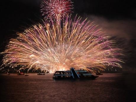 鳥羽みなと祭りの海上花火、伊勢湾フェリーをチャーターし船上から