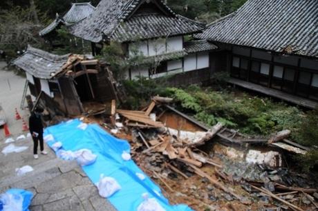 多気町の丹生大師の回廊崩壊 「長谷の車田」も土石流で埋まる、台風21号の爪あと