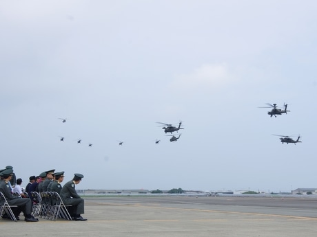 陸上自衛隊明野駐屯地・航空学校でヘリの祭典「航空祭」 OH-1の試験飛行も(昨年の航空祭の様子)