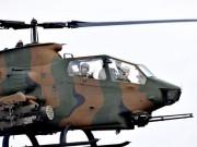 日本初の女性戦闘ヘリパイロット、笑顔でピンクの猫の手振る 伊勢・陸自「航空祭」で