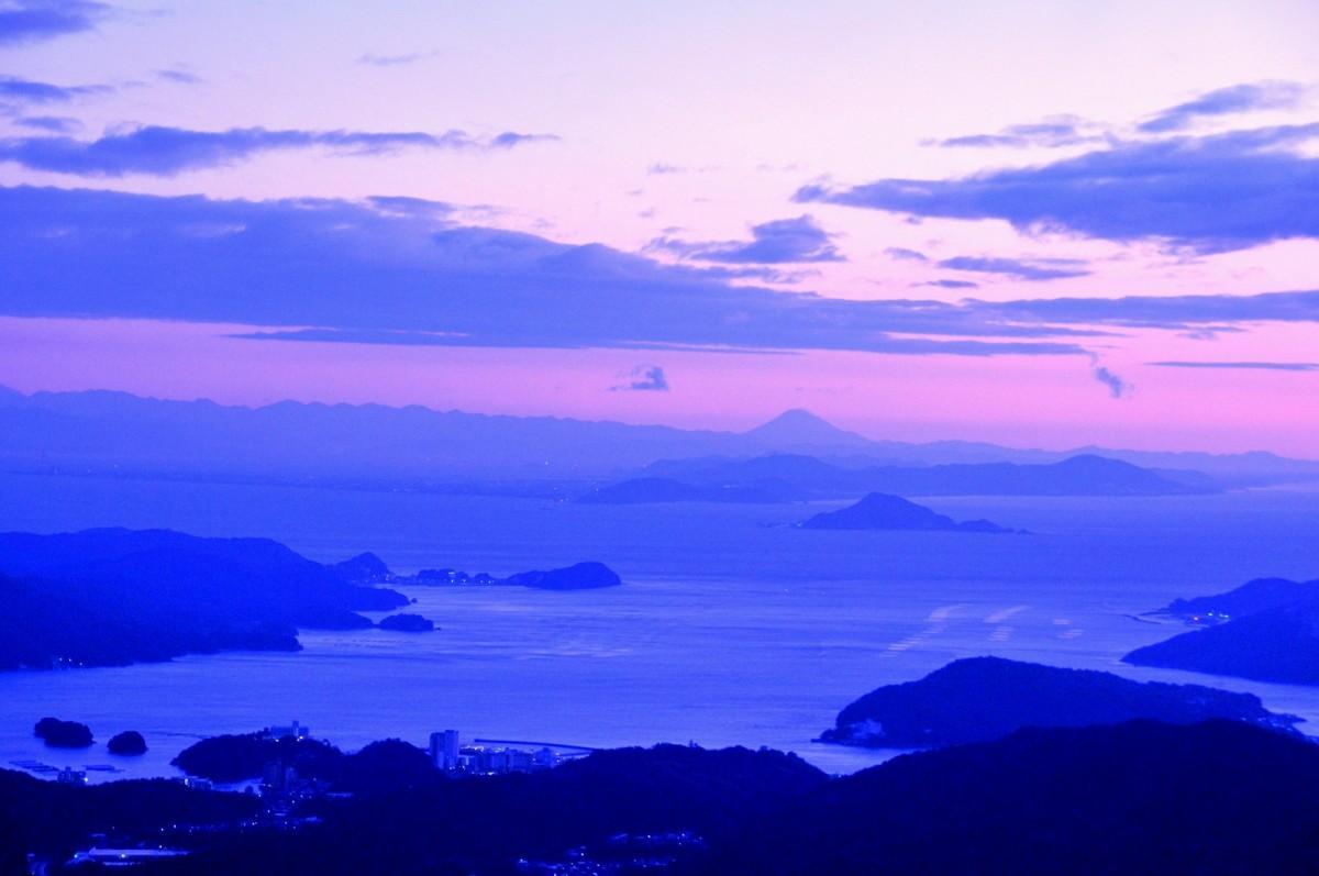 伊勢志摩から、元旦に「富士山」と「初日の出」を同時に観測できるスポット