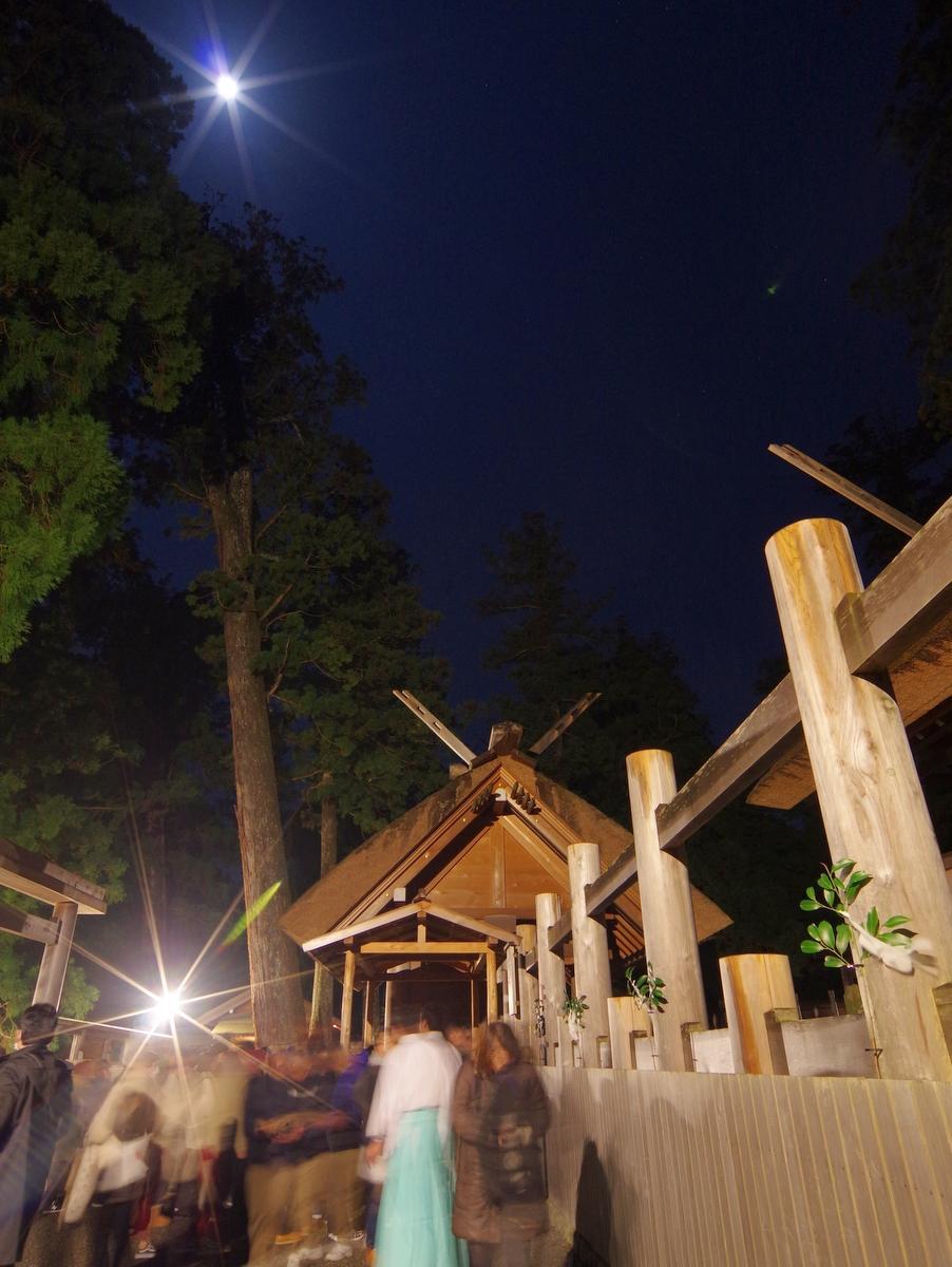伊勢神宮、昨年の参拝者数歴代4位 月に照らされ初もうで