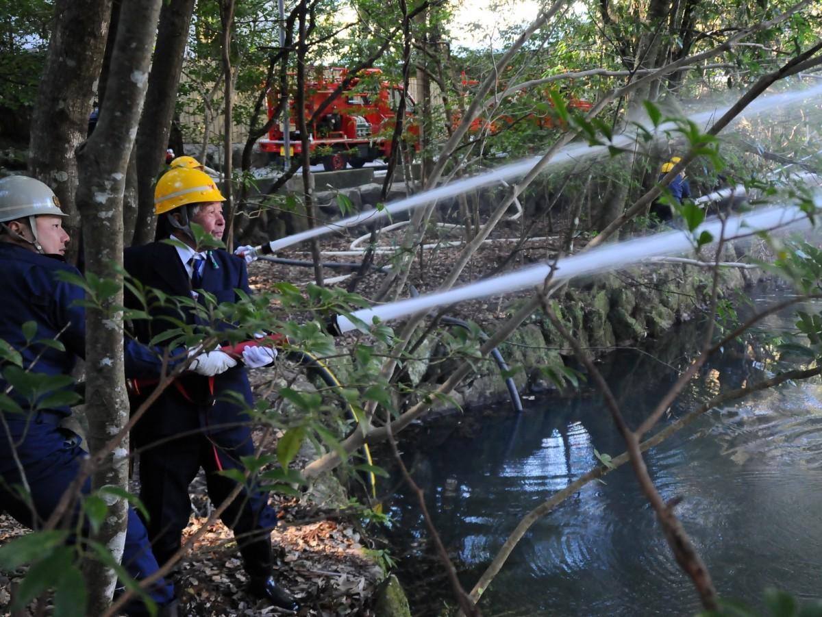 伊勢神宮の社を守る自衛消防組、新年恒例の出初式