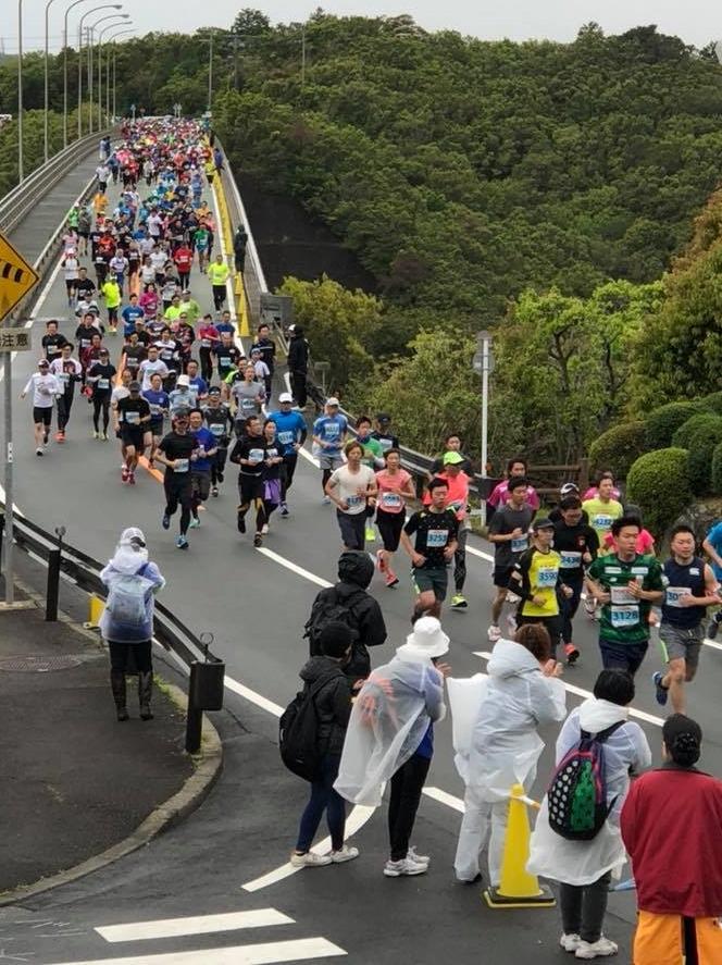 志摩ロードパーティ 雨の中、ハーフマラソンなどに参加者6466人