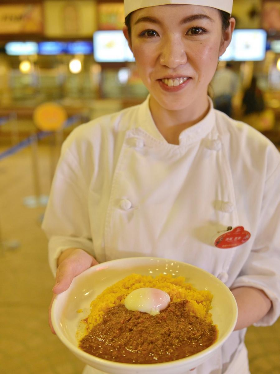 志摩スペイン村のレストランに「カツオのキーマカレー」 地元高校生が考案