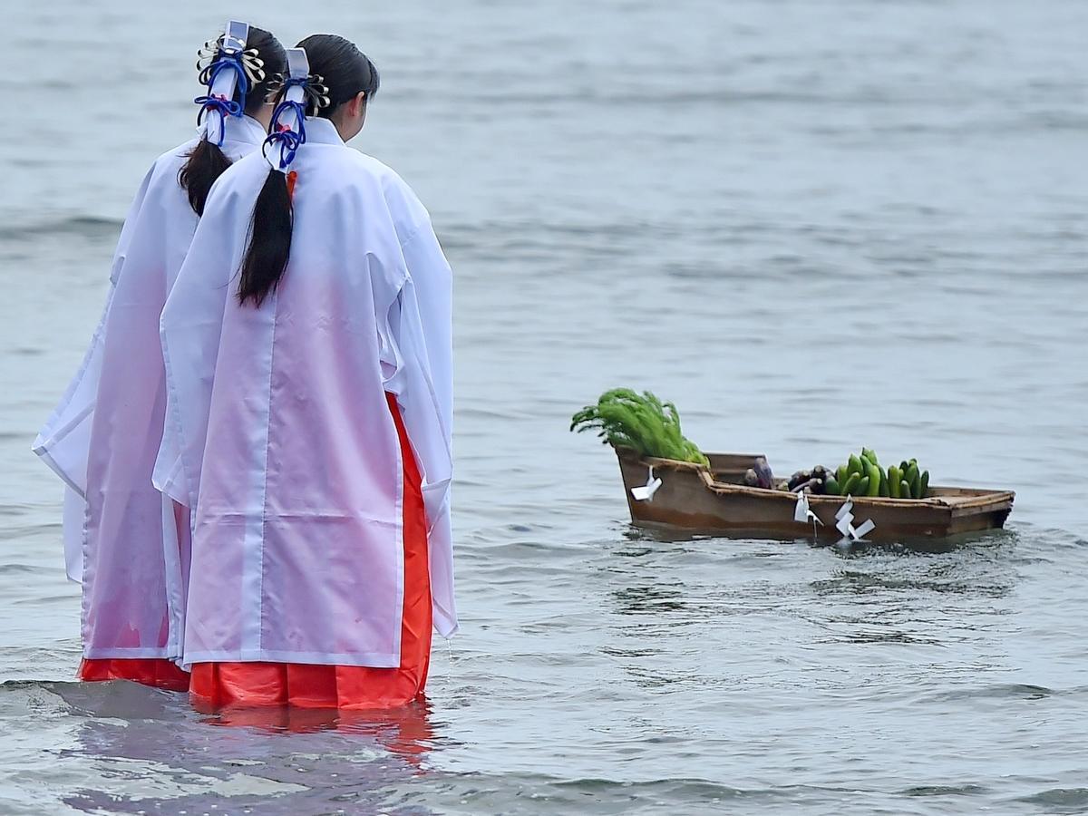 二見興玉神社で「津波の教訓」後世に なぜキュウリ、ミル、ナス、マツナ供えるの?