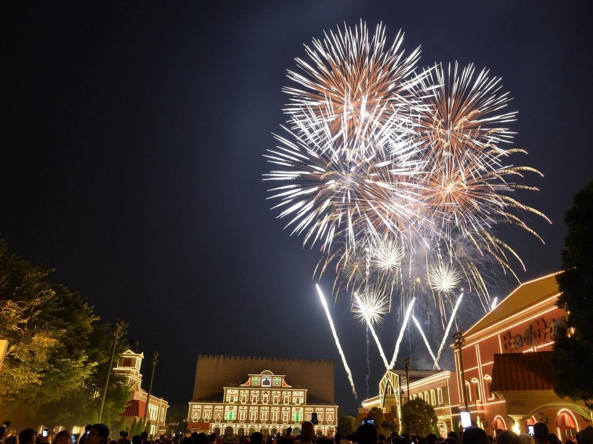 志摩スペイン村、花火やナイトパレードなど夏の営業スタート