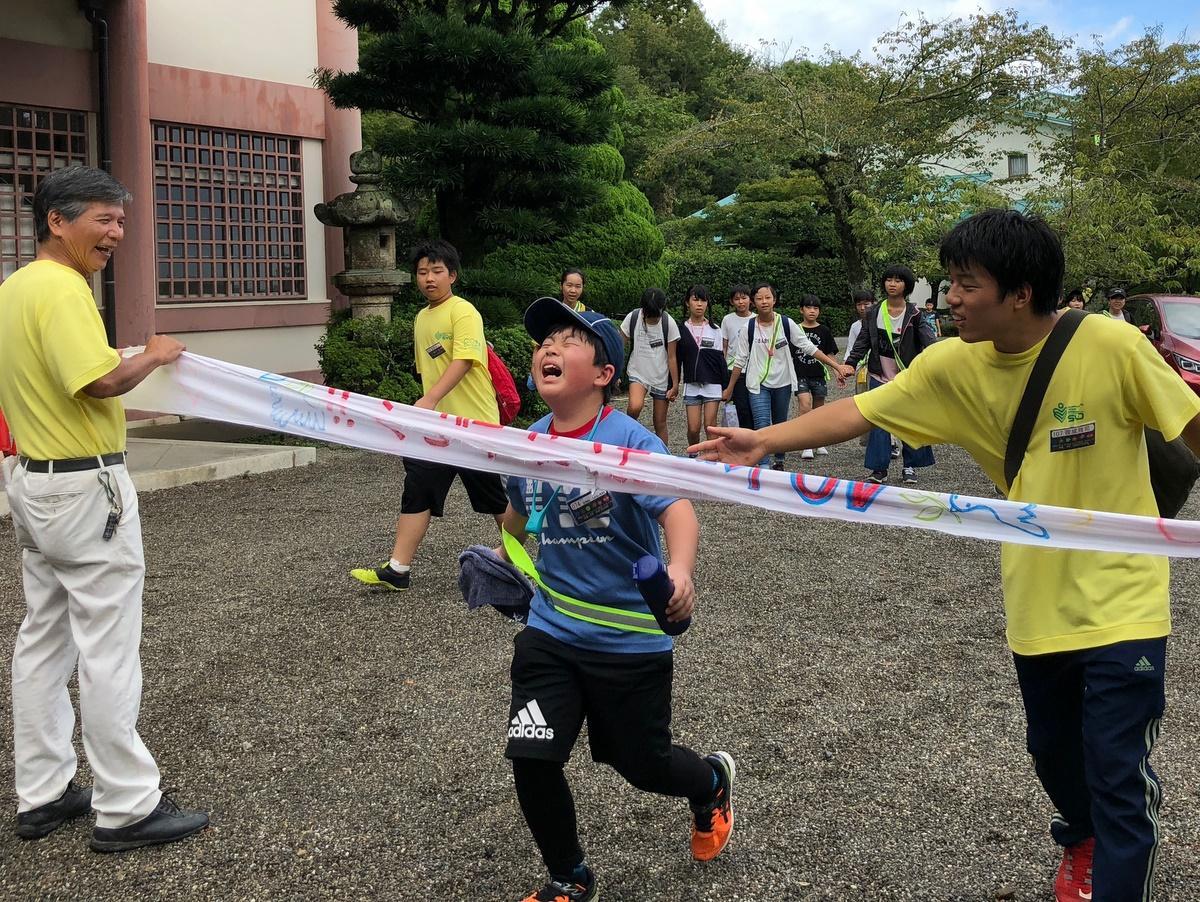 伊勢神宮~明和町斎宮までの40キロをナイトウオーク 参加者74人笑顔でゴール