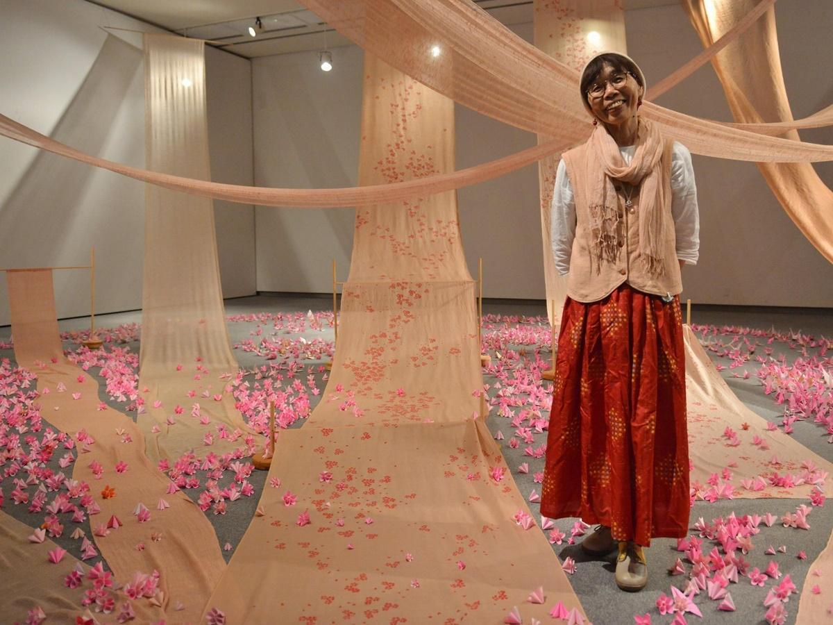 玉城町の草木染作家が三重県立美術館で陽光桜染展 平和への思い込め