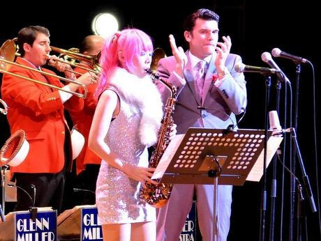 伊勢出身サックス奏者ユッコ・ミラーさん、地元で村上ポンタ秀一さんと共演(写真はグレン・ミラーオーケストラと共演した時のユッコミラーさん)