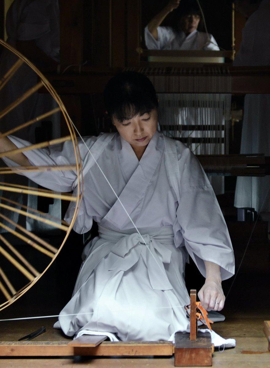 伊勢神宮に納める絹と麻織る2つの神社 タントンタンと機織りの音響く