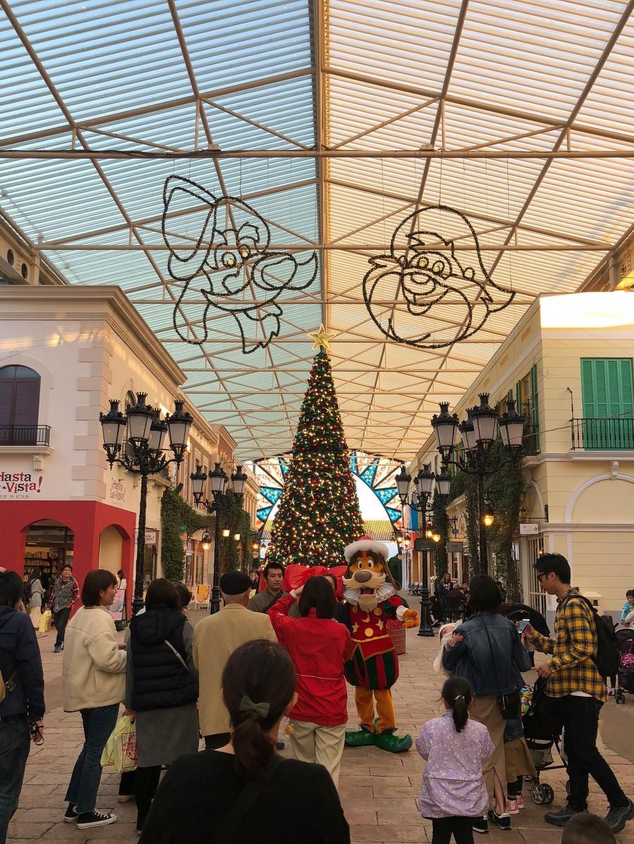 志摩スペイン村が早くもクリスマスムード一色に 約20万個のイルミネーションも