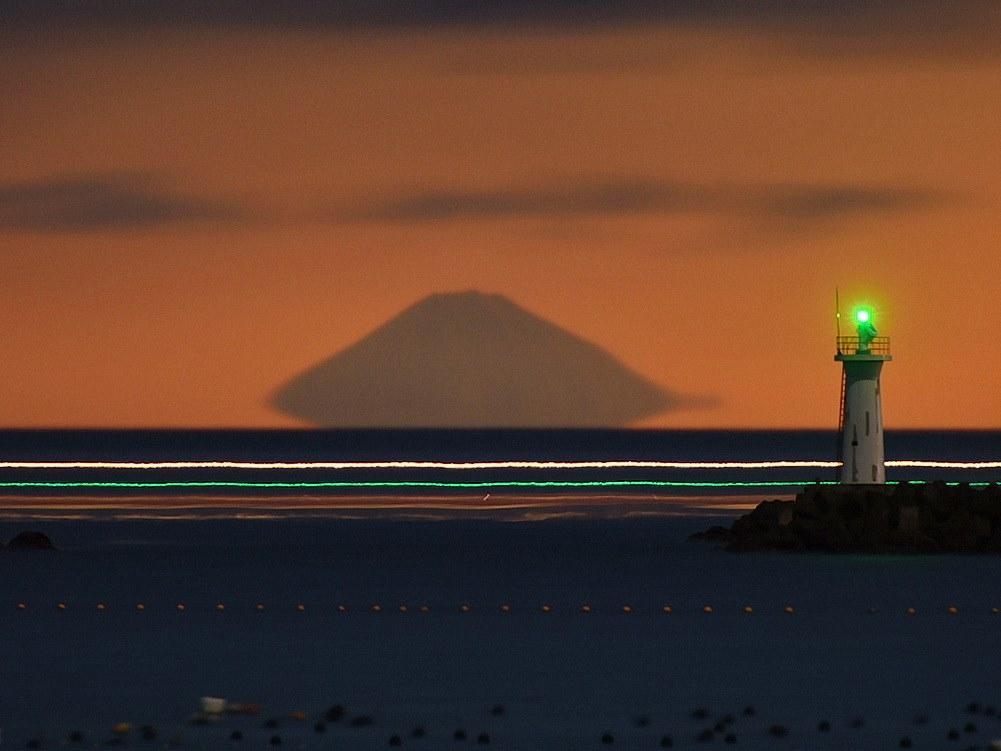 「浮き富士」の季節到来 志摩市から富士山が浮いたように見える不思議な現象