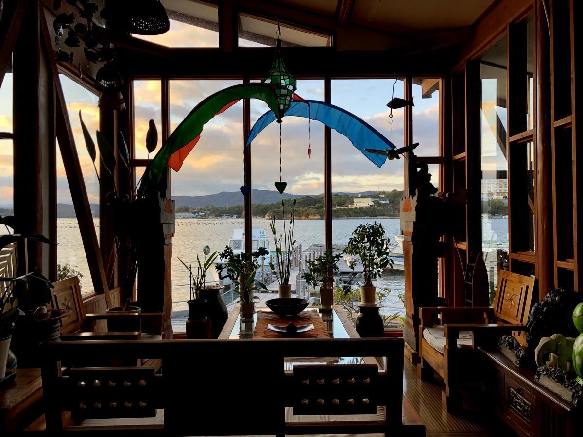英虞湾に浮かぶ離島唯一の宿泊施設「ロスメン 石山荘」 15年以上掛けDIYでバリ風に改装