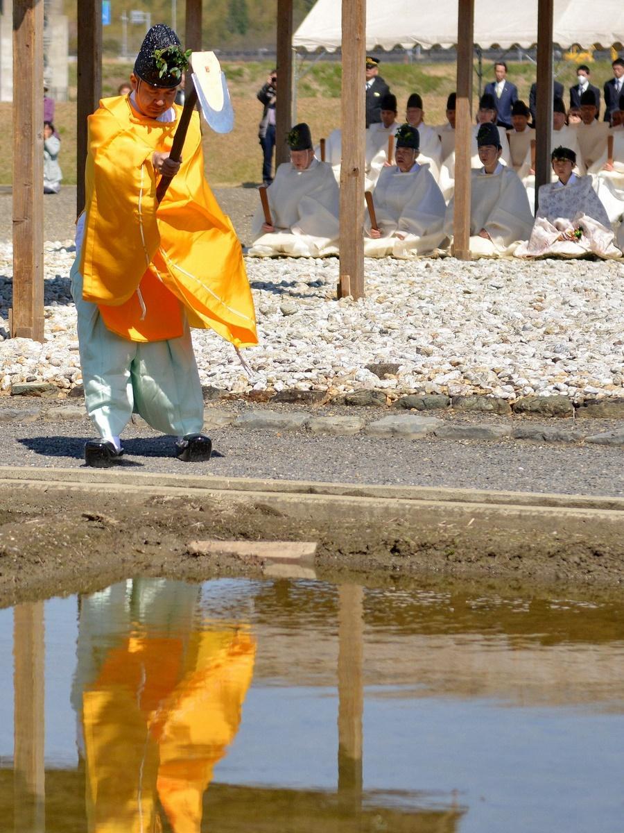 伊勢神宮の専用水田で耕作始め もみ種まく祭典「神田下種祭」