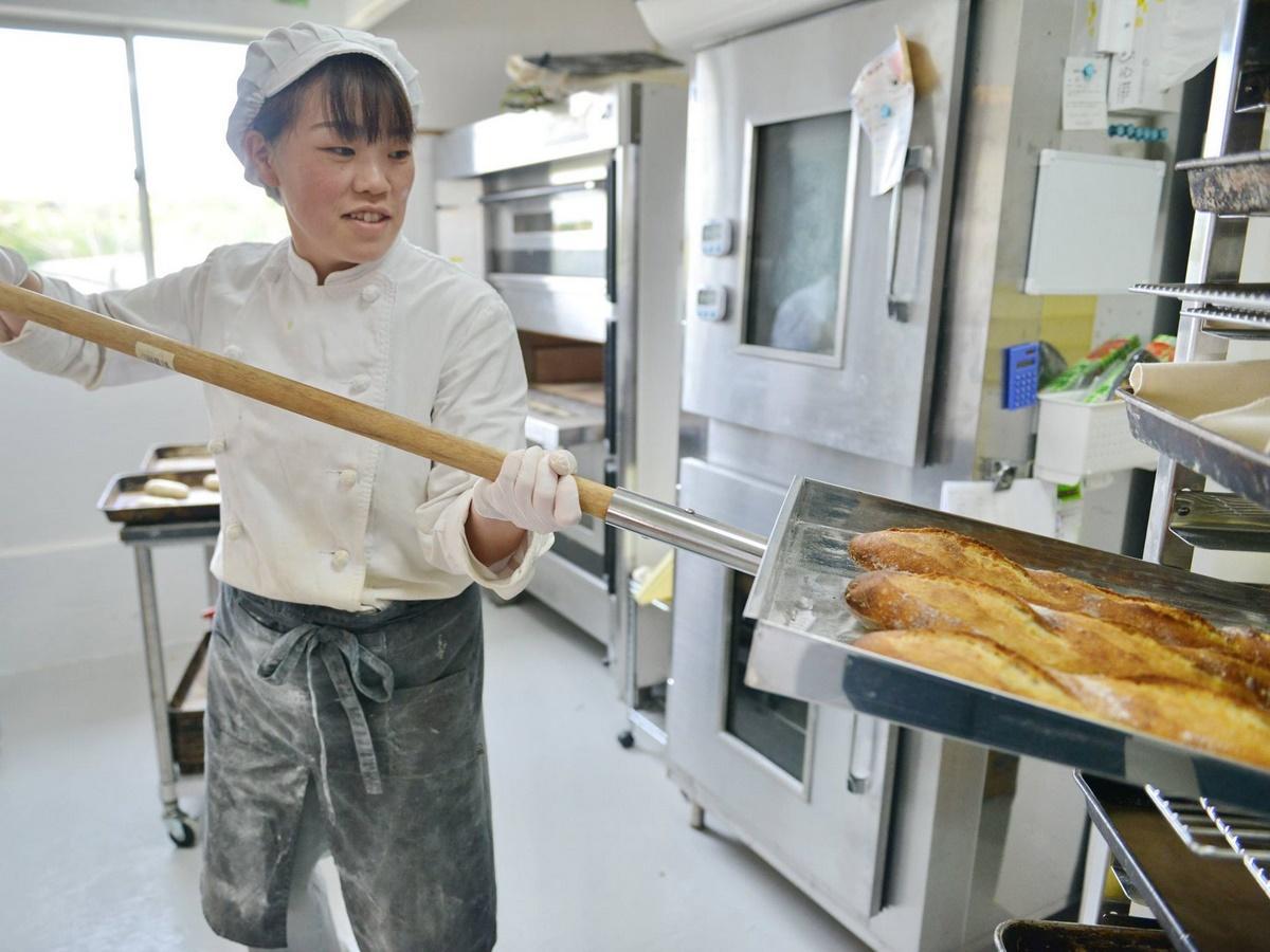 志摩市国府・シェブロンタウンに仏国家資格持つパン職人がパン店オープン