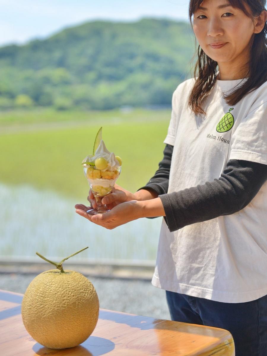 皇室や各国首脳にも提供する「南張メロン」使ってパフェ 川口農園直営カフェで