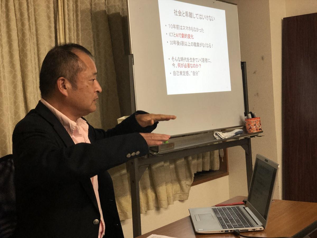志摩・賢島大学、5月は西嶋一彦さん「シェアリングエコノミーについて」(写真は代々木高校校長の一色真司さん昨年度の講師)