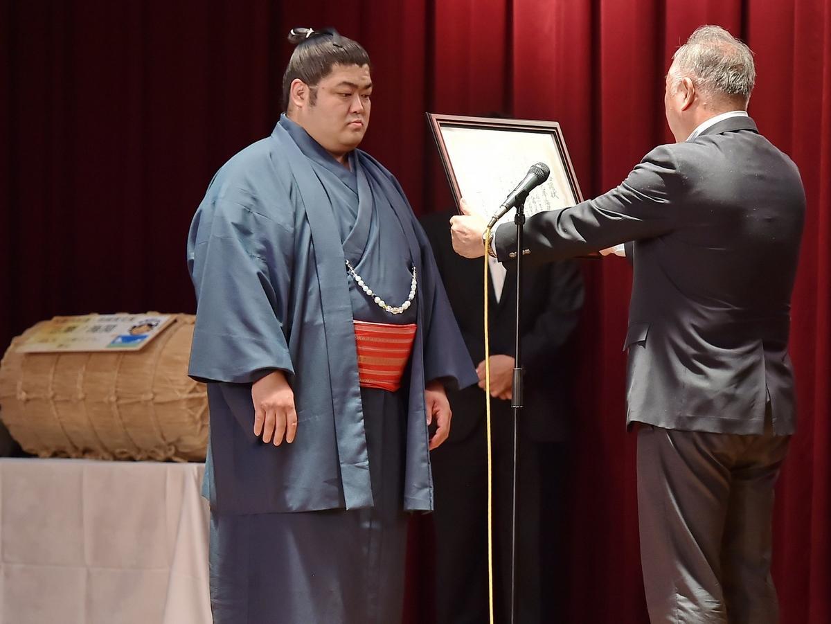 志摩市出身の「志摩ノ海」関、初入幕敢闘賞で激励会 志友館相撲道場の6年間が基礎に