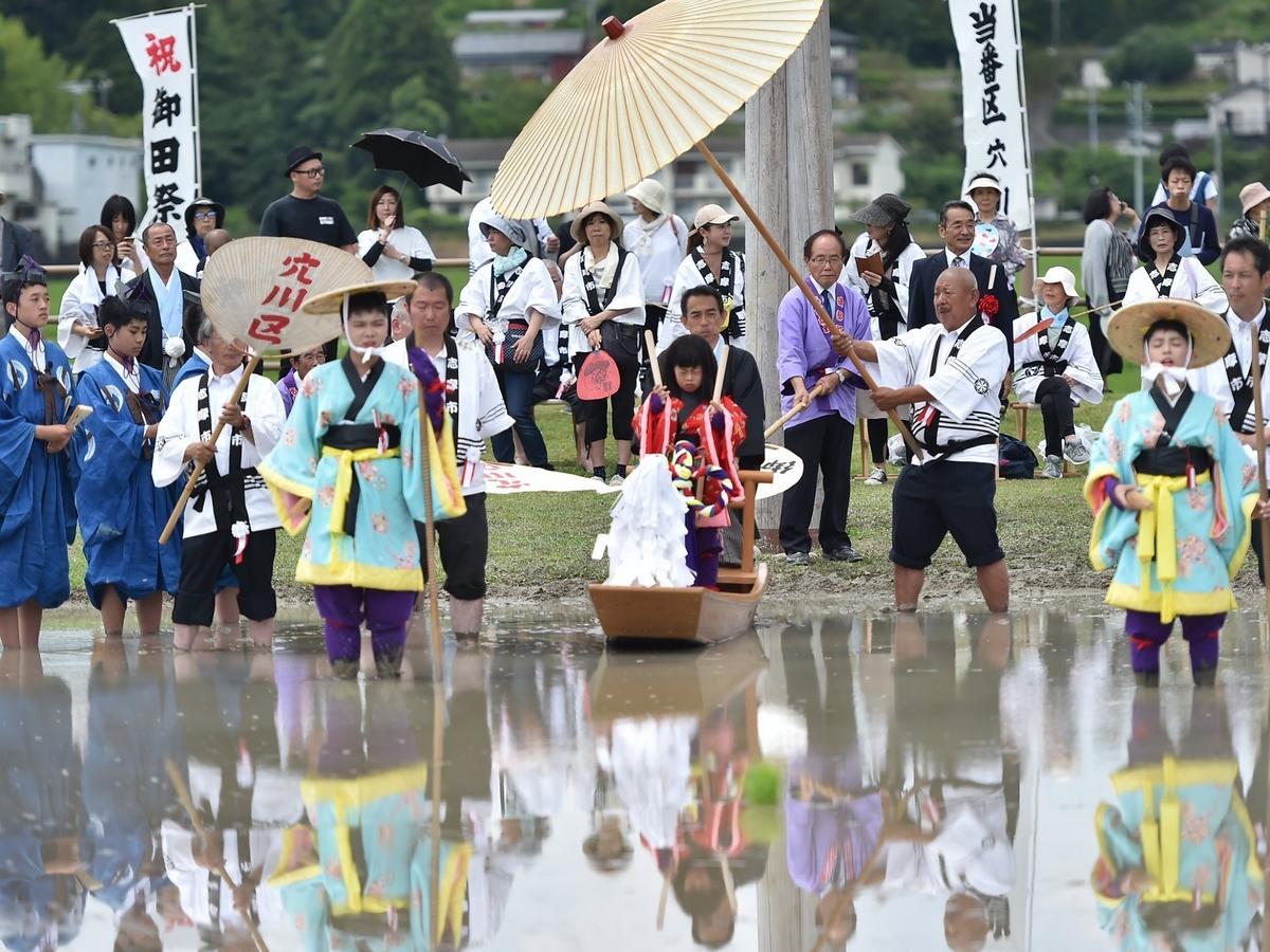 志摩市の伊勢神宮・伊雑宮で日本三大御田植祭の一つ「おみた」