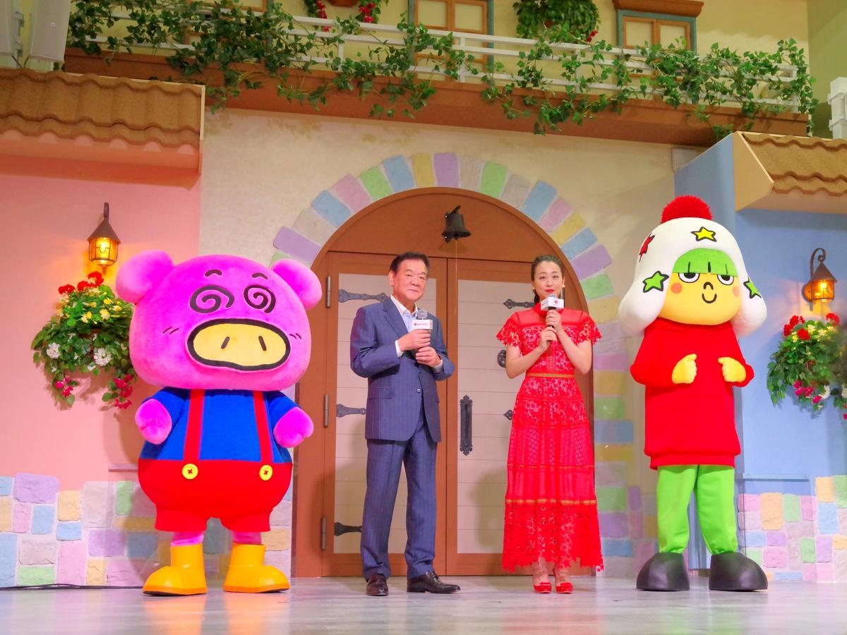 ベビースター工場一体型テーマパーク「おやつタウン」開業発表会 浅田真央さんも