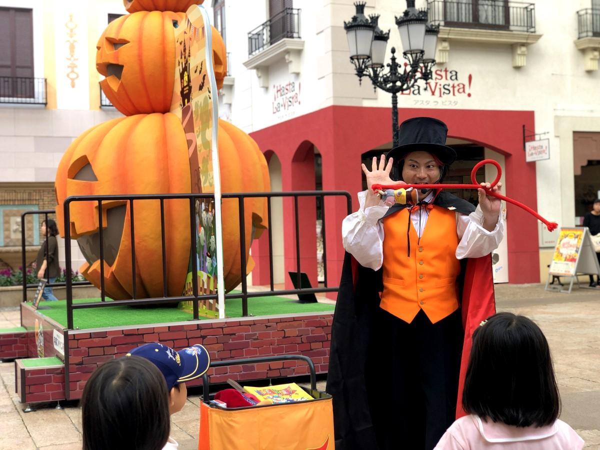 志摩スペイン村で25周年記念「ハロウィーン」 魔法使いによるマジックも