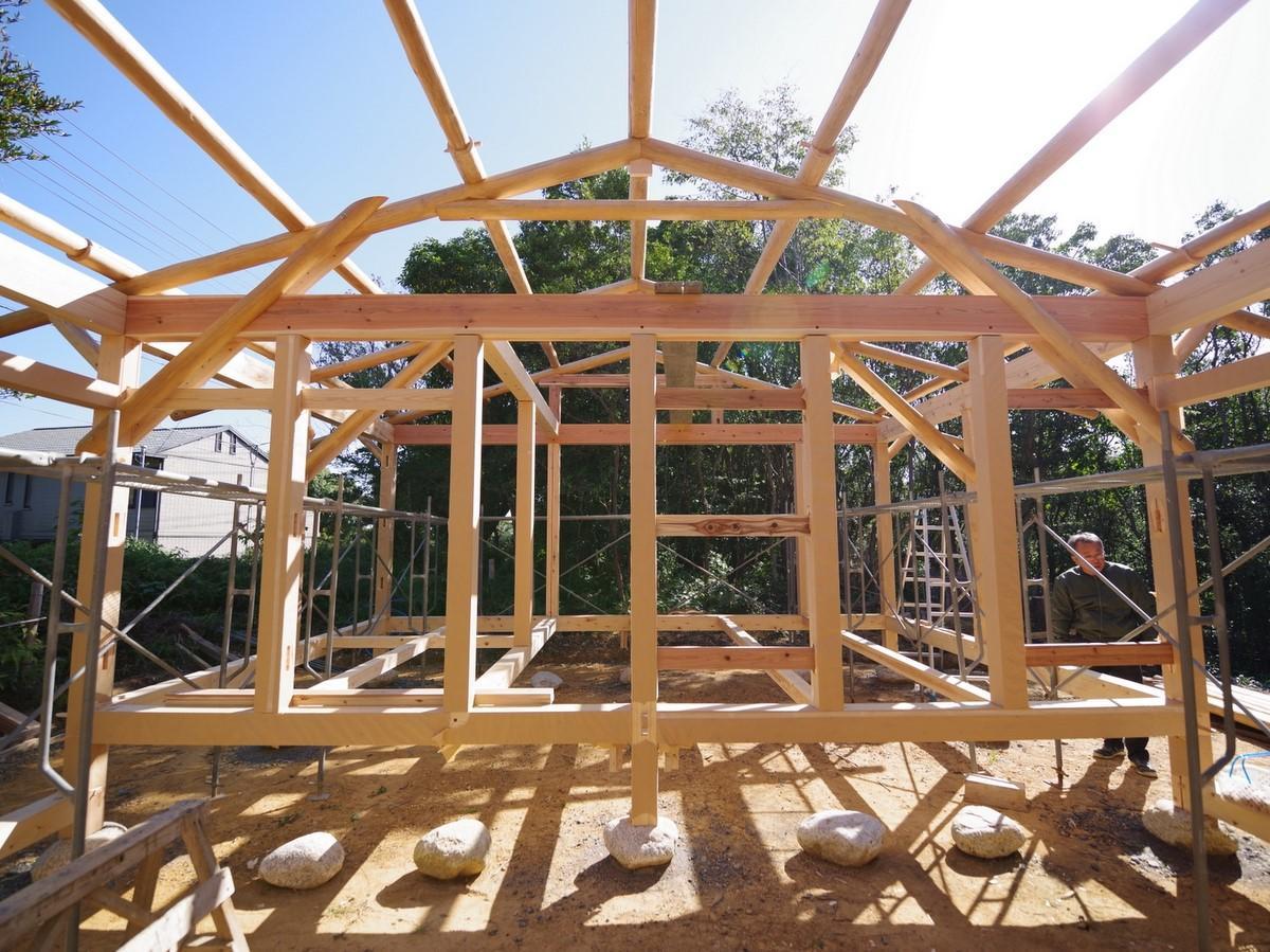 志摩で「石の上に家」 古き良き建築構法後世に(撮影=岩咲滋雨)