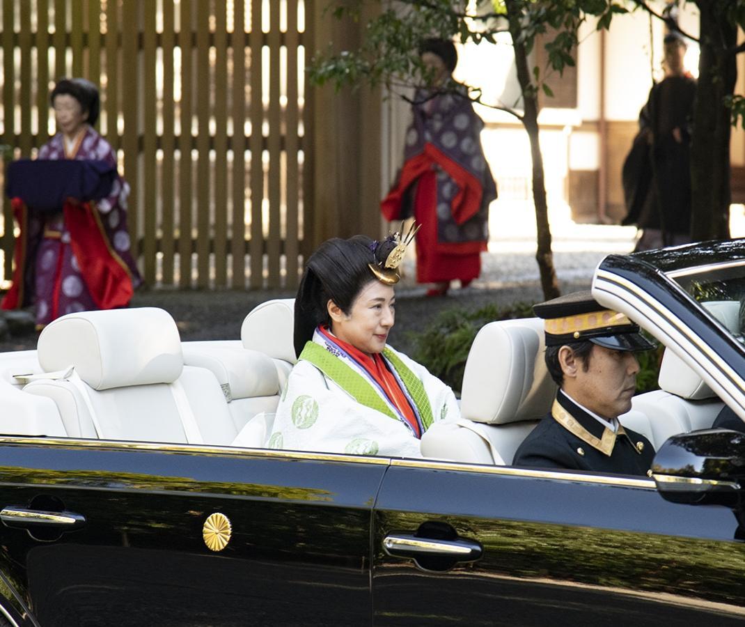 天皇陛下、伊勢神宮内宮に即位ご報告 皇后陛下はオープンカーで(撮影=鈴木一弘)