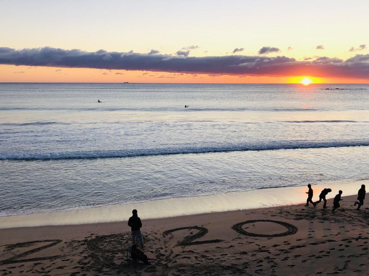 志摩の海から令和最初の初日の出 初富士も観測「笑顔で過ごせるように」
