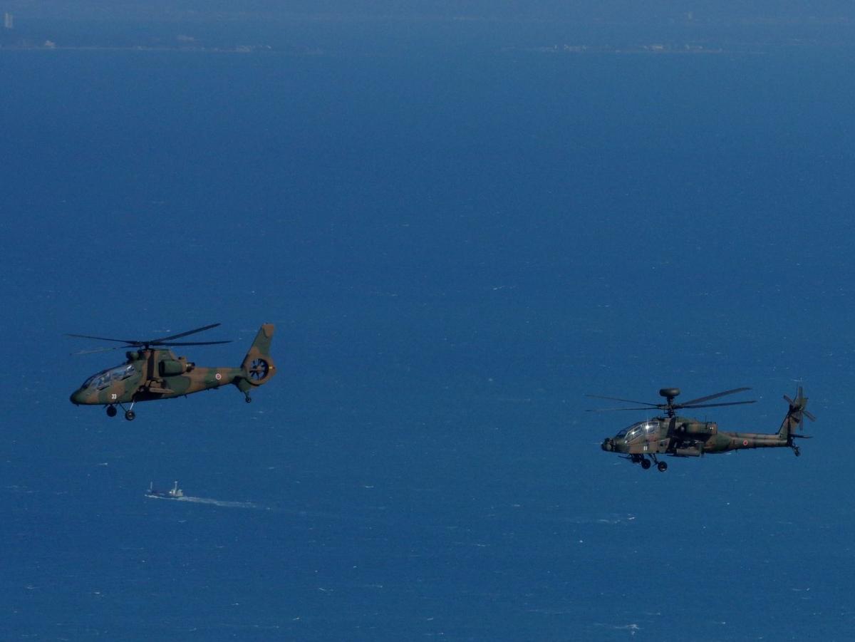 伊勢上空をヘリ11機の編隊飛行 陸自・航空学校で初訓練、OH-1も4年ぶり (撮影=岩咲滋雨)