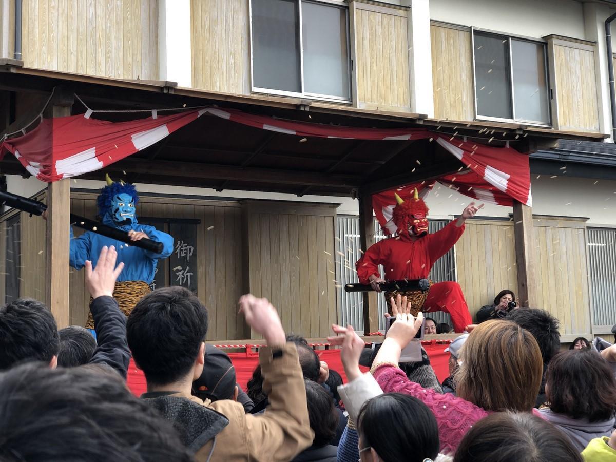 伊勢・二見興玉神社で「節分祭」 鬼も退散、福引のお札舞う