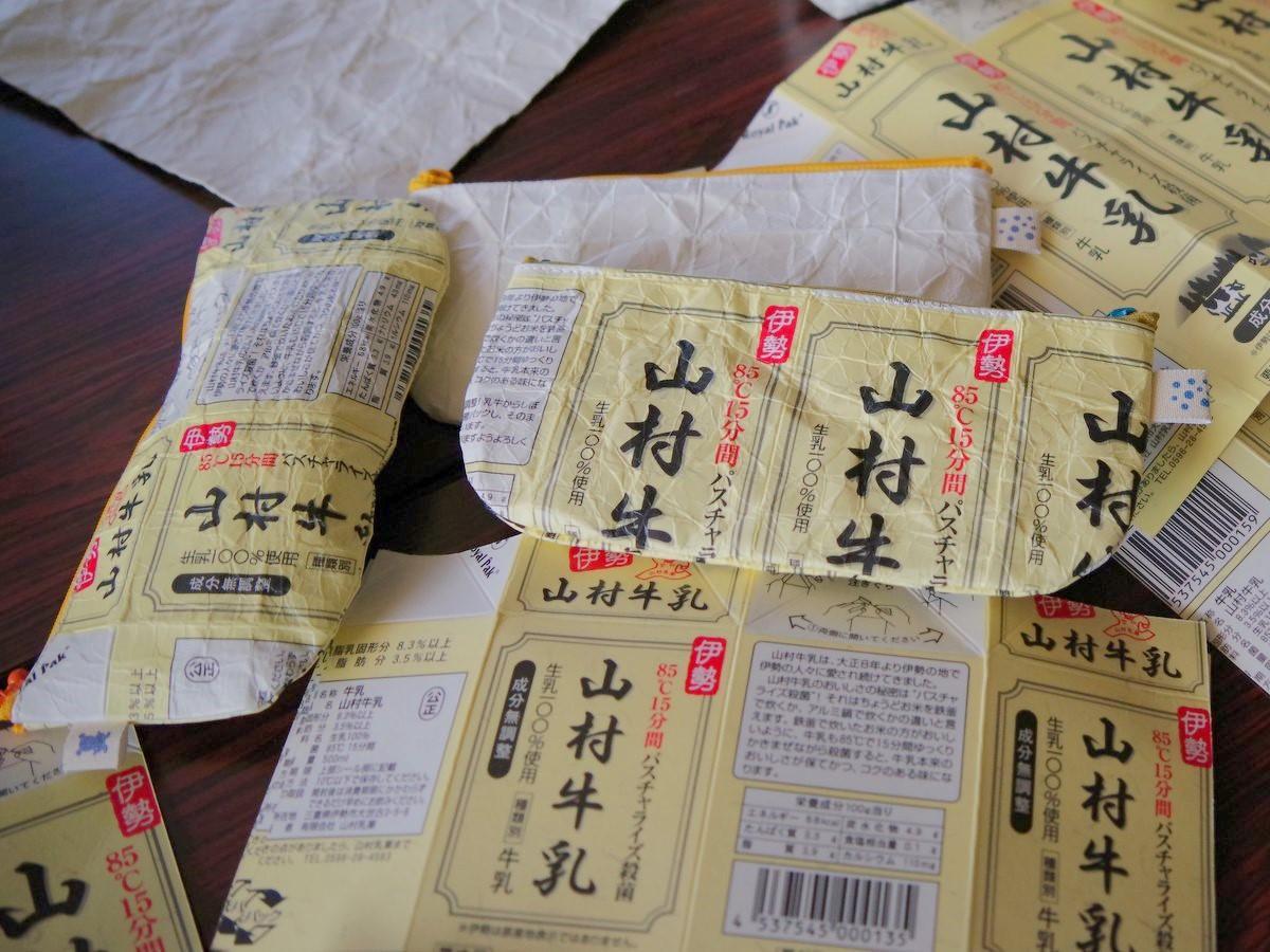 伊勢の福祉作業所が牛乳パック再生ペンケース販売へ 「擬革紙」技法を応用(撮影=岩咲滋雨)