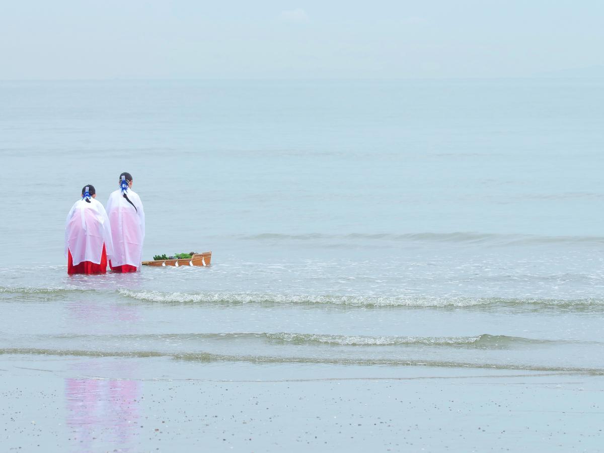 伊勢・二見興玉神社の竜宮社で「郷中施」津波の教訓、語呂合わせで後世に(撮影=岩咲滋雨)