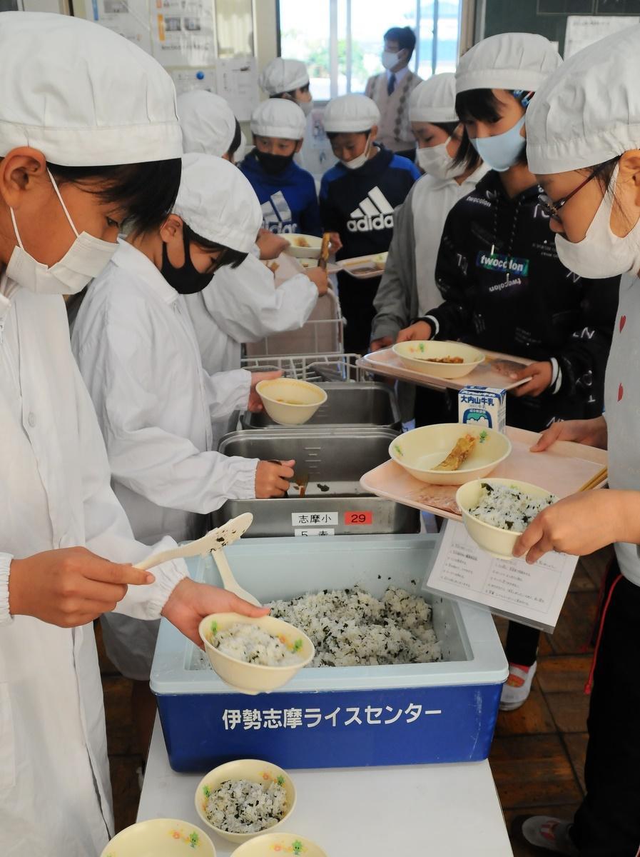 志摩市の小中学校の給食に地元で作ったかつお節 生産者から歴史や作り方学ぶ