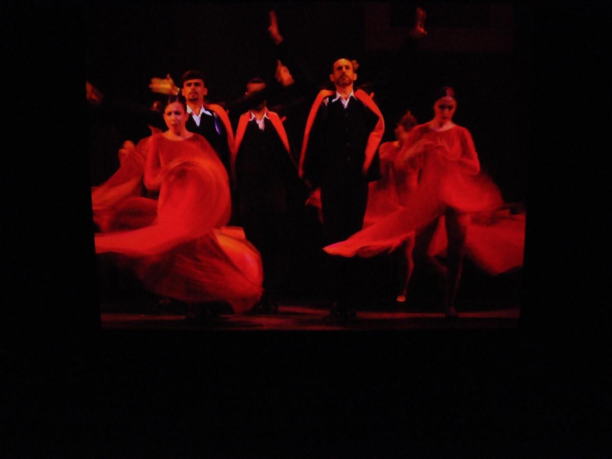 志摩スペイン村がクリスマスモードに フラメンコショー映像化、42日限定上演