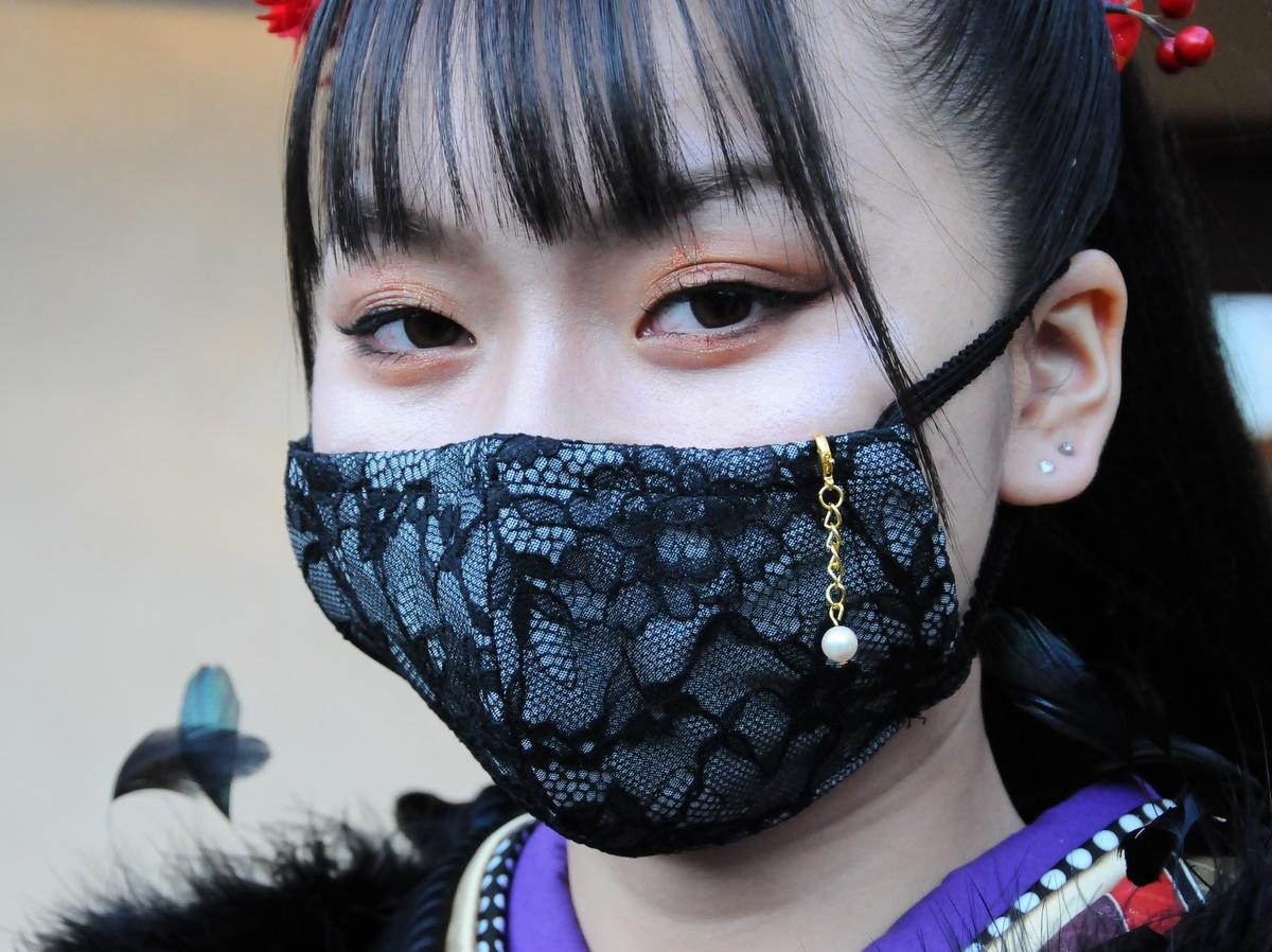 志摩市の真珠養殖業者がパールのマスクチャーム 成人式に真珠でおしゃれを