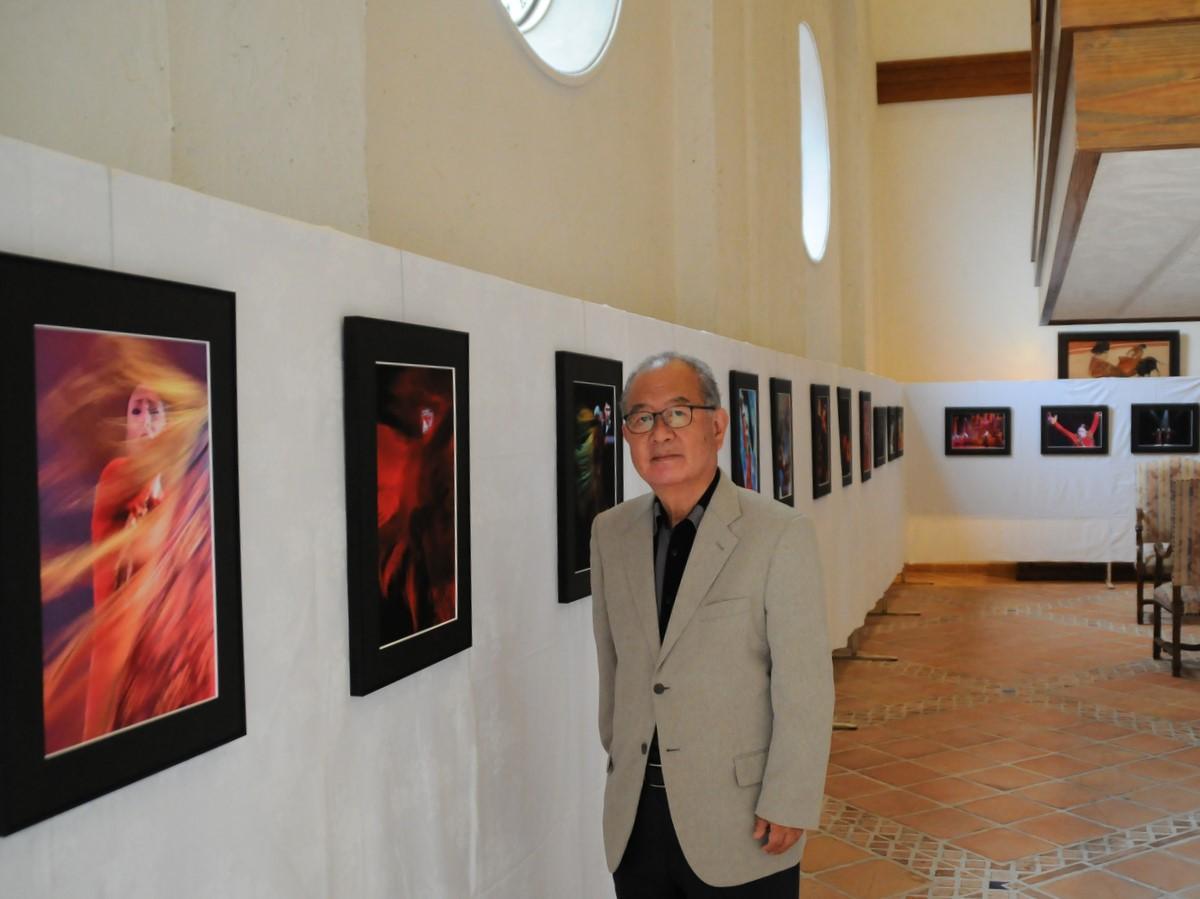 写真家の泊正徳さん、フラメンコダンサー写真展 ホテル志摩スペイン村で
