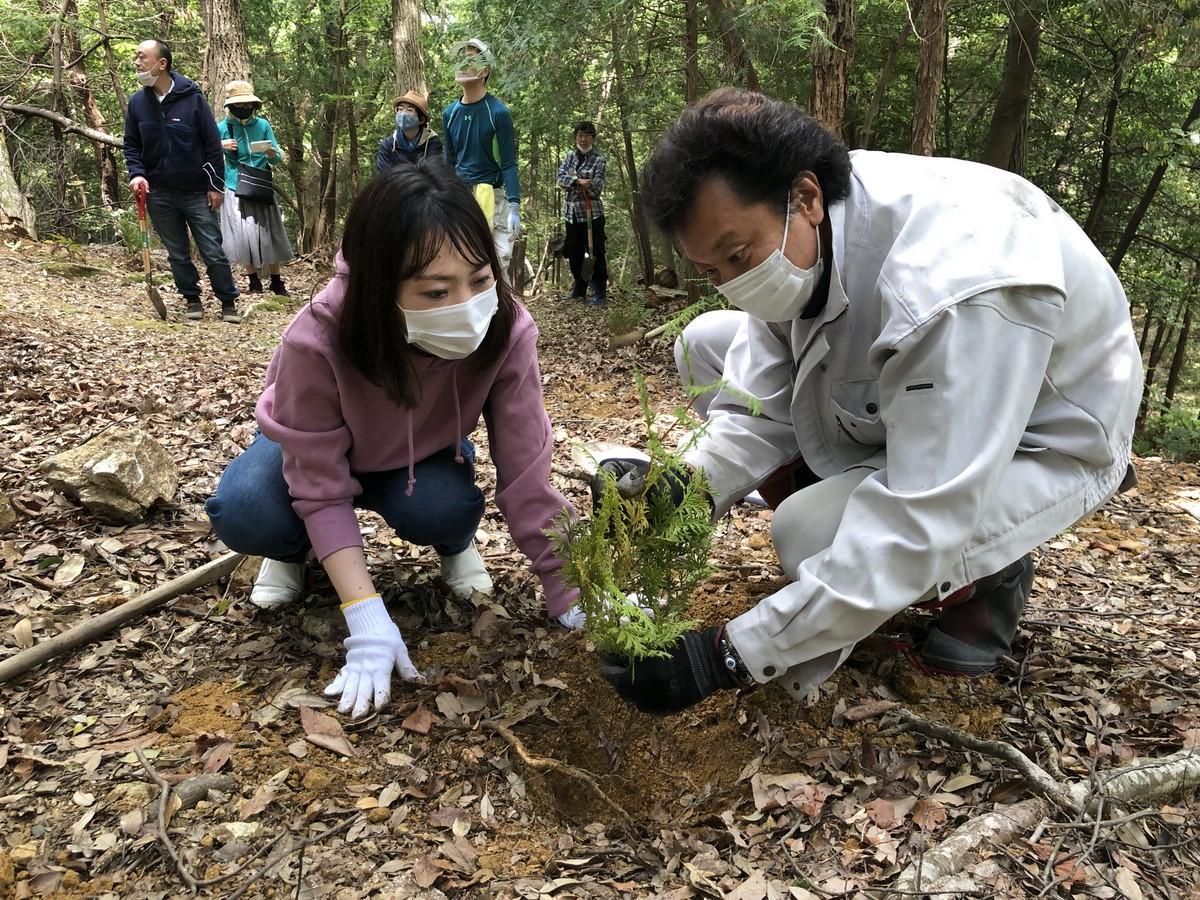 伊勢「ひもろぎの里」で植樹祭 日本青伸会が神宮の森で育ったヒノキ苗植樹