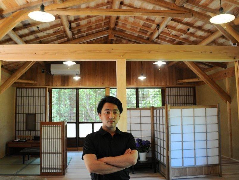 志摩の大工・東原大地さん、伝統構法で建築賞受賞 24歳棟梁、石の上に家を建てる