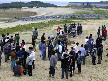 与那国島に修学旅行で訪れた都立杉並工業高校の生徒たち