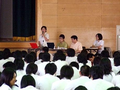 禁煙の大切を訴えた高橋裕子さん、三浦秀史さん、佐本明さん、伊藤裕子さん(左から)