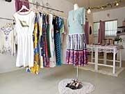 女性向けの古着セレクトショップ-雑貨や洋服も販売