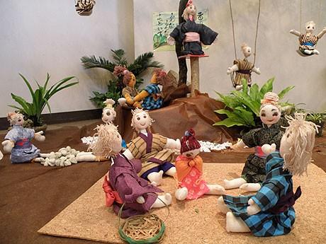 昔の子どもたちの遊び風景を人形で再現